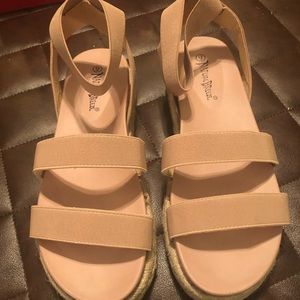 Cute dusty pink elastic strap sandals-size 9.